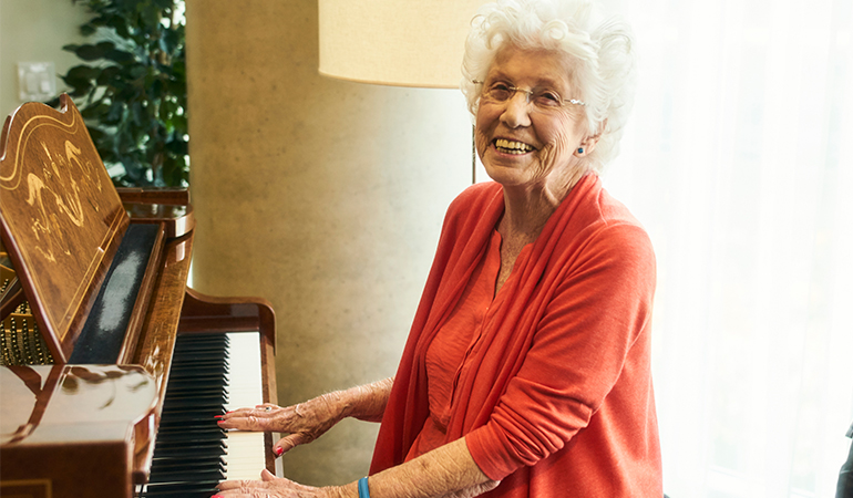 Westerleigh PARC Resident Dorothy playing piano