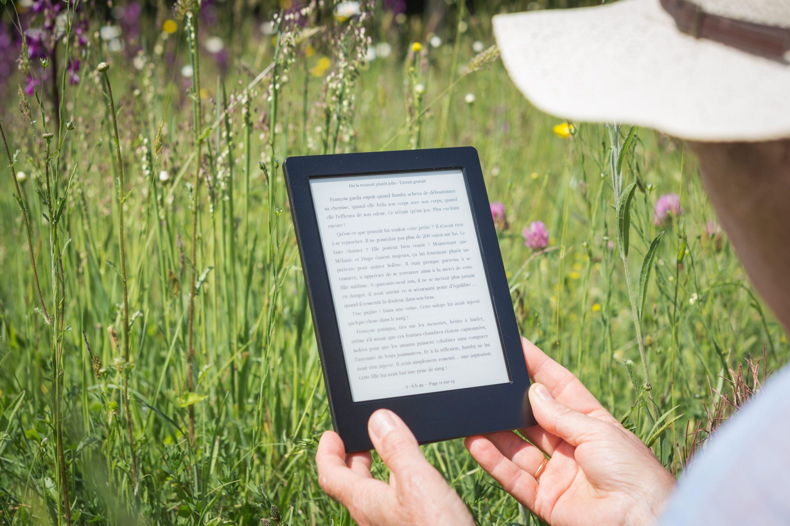 Senior Reading Online Using Kindle